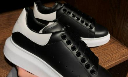 Finte scarpe Alexander Mc Queen: la denuncia di una consumatrice